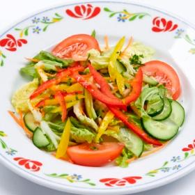 Овощной салат с медовой заправкой и семечками