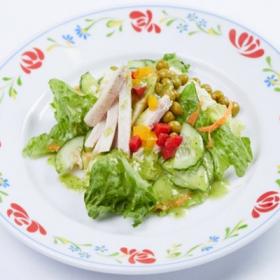 Салат с курицей и сладким перцем