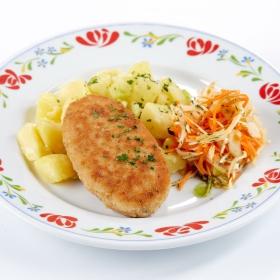 Шницель с пикантным маслом и толчёным картофелем