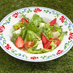 Салат с клубникой и Адыгейским сыром